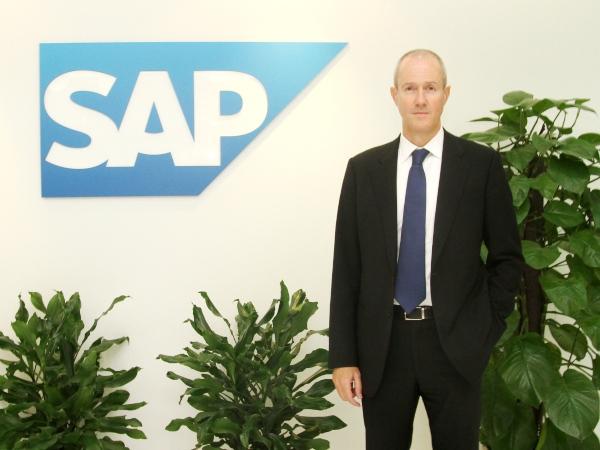 纪秉盟在北京华贸中心28层SAP公司办公室